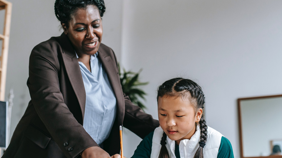 teacher-helping-1